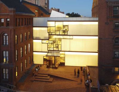 Pratt_Institute_Higgins_Hall_rebuilt_center_section